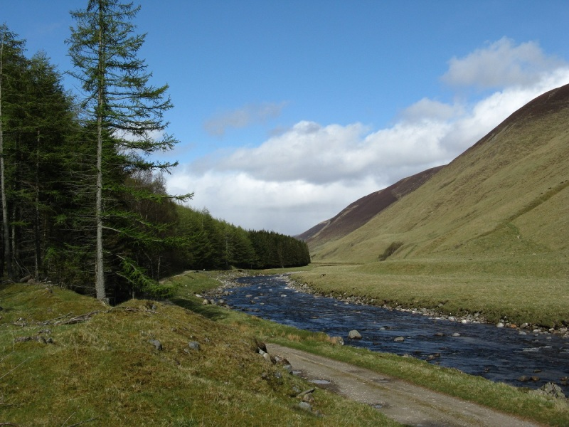 Easy trekking up Glen Tilt