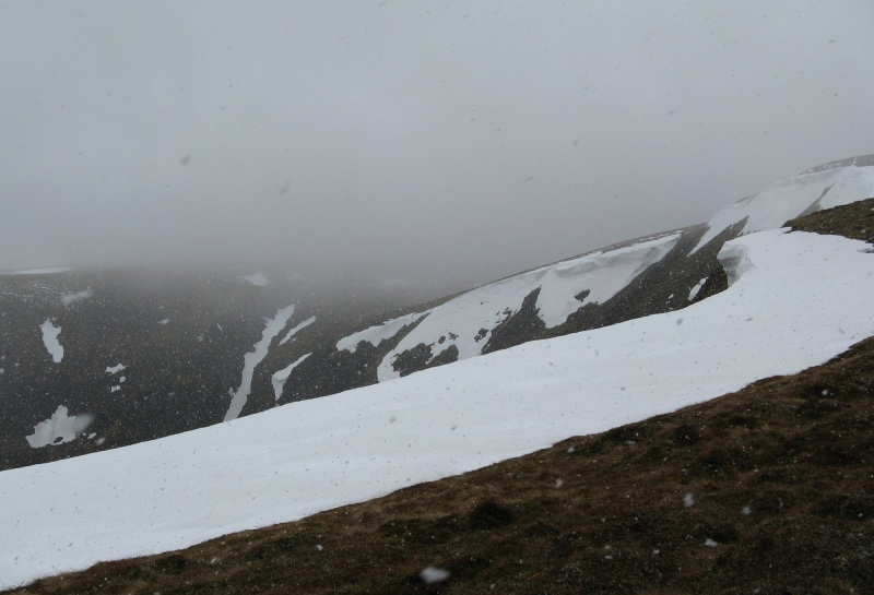 Starting to snow on the climb up to Carn an Tuirc