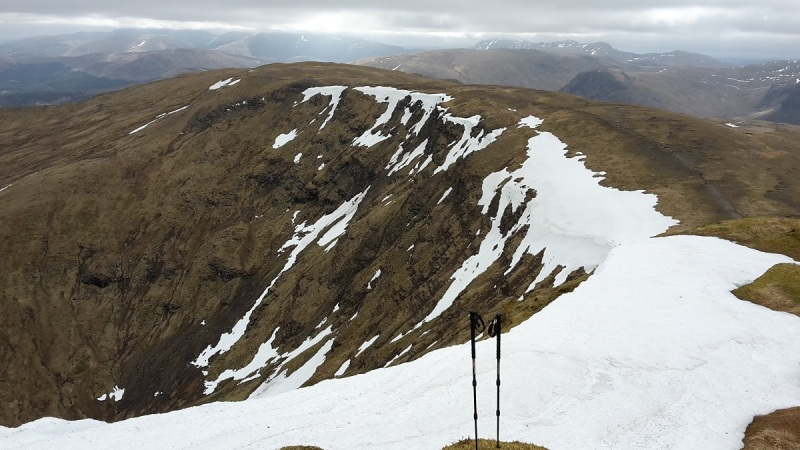 Romping along the high ground above Loch an Daimh to Stuc an Lochain (munro)